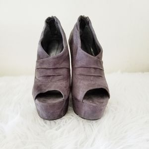 Diva Lounge wedges open toe gray.